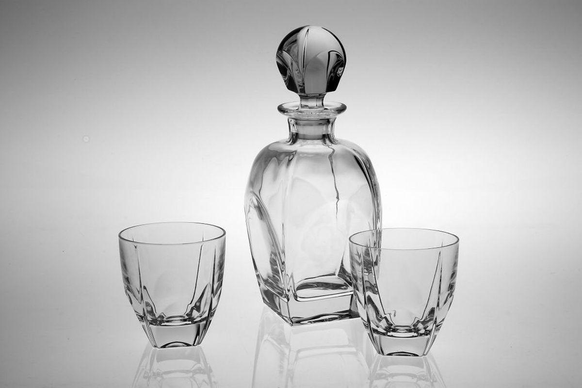 Набор для виски Crystal Bohemia Fjord, 7 предметов990/99999/9/37700/358-709Настоящий чешский хрусталь с содержанием оксида свинца 24%, что придает изделиям поразительную прозрачность и чистоту, невероятный блеск, присущий только ювелирным изделиям , особое, ни с чем не сравнимое светопреломление и игру всеми красками спектра как при естественном, так и при искусственном освещении. Продукция из хрусталя соответствуют всем европейским и российским стандартам качества и безопасности. Традиции чешских мастеров передаются из поколения в поколение. А высокая художественная ценность изделий признана искушенными ценителями во всем мире.В наборе: 1 штоф 850 мл + 6 стаканов (270 мл).