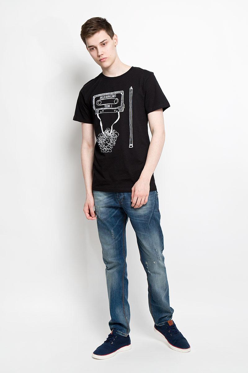 Футболка мужская Dedicated, цвет: черный, белый. 14539. Размер M (46)14539Отличная мужская футболка Dedicated выполненная из натурального хлопка, обладает высокой теплопроводностью, воздухопроницаемостью и гигроскопичностью, позволяет коже дышать. Модель прямого покроя с круглым вырезом горловины и короткими рукавами. Горловина обработана трикотажной резинкой, которая предотвращает деформацию после стирки и во время носки. Спереди футболка дополнена оригинальным рисунком и надписями на английском языке.Такая футболка подарит вам комфорт в течение всего дня.