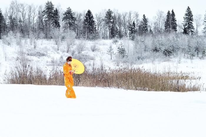 Открытка Солнце заблудилось. Автор Вероника ДорофееваDN10-002Оригинальная дизайнерская открытка «Солнце заблудилось» выполнена из плотного матового картона. На лицевой стороне расположена репродукция фото-работы Вероники Дорофеевой с пейзажем в японском стиле.Такая открытка станет великолепным дополнением к подарку или оригинальным почтовым посланием, которое, несомненно, удивит получателя своим дизайном и подарит приятные воспоминания.