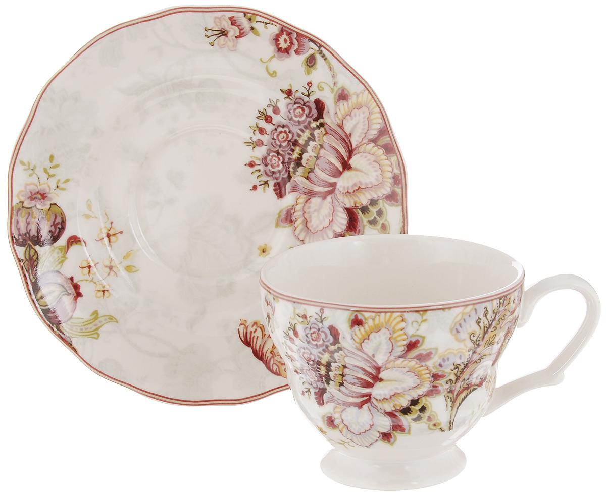 Чашка с блюдцем Utana Габриэлла, 200 млUTGB97301/2Чайная пара Utana Габриэлла состоит из чашки и блюдца, изготовленных из высококачественной керамики. Внешние стенки декорированы изящным цветочным рисунком. Такой набор станет незаменимым аксессуаром для чаепития и порадует вас оригинальным дизайном и практичностью. Многоступенчатый высокотемпературный обжиг, двухстороннее глазурование и использование подглазурных деколей обеспечивает прочность черепка керамической посуды, превращая его практически в камень, при этом защищая поверхность от царапин, а рисунок от истирания. Теплые краски глазури, плавные линии росписи, удобство, долговечность и безопасность и многовековая самобытность национального и культурного наследия индонезийских мастеров - вот то, что является отличительными признаками керамической посуды Utana. Любая коллекция этого производителя создает праздничное настроение и уют в каждом доме. Посуда из керамики, имеющая знак 222 FIFHT, - особая линия посуды, очень популярная в Европе и США, каждый дизайн которой уникален и спустя годы будет так же великолепно свеж и привлекателен. Посуду можно использовать в СВЧ и мыть в посудомоечных машинах. Диаметр чашки (по верхнему краю): 9,5 см. Высота чашки: 7,5 см. Диаметр блюдца: 15 см.