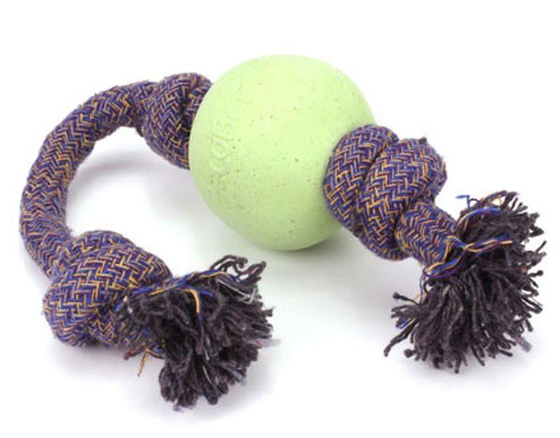 Игрушка для собак BecoThings Мяч на веревке, цвет: зеленый, 7,5 х 50 см4020_aИгрушка BecoThings Мяч на веревке отлично подойдет для тренировки прыжков и игры в перетяжки.Мяч на веревке можно запустить гораздо дальше, чем обычный мяч, что прибавляет собаке азарта в погоне за ним.Игрушка изготовлена из нового революционного экологичного материала, состоящего из шелухи риса и каучука. Игрушка нетоксичная, экологически чистая и абсолютно безопасна для собак.Материал: резина, шелуха риса.Длина веревки: 50 см.Диаметр мяча: 7,5 см.