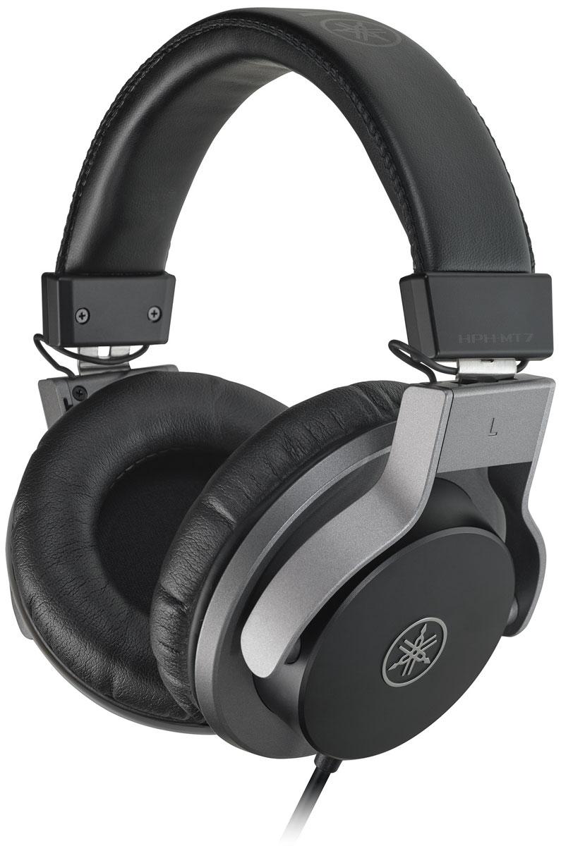 Yamaha HPH-MT7, Black наушникиCHPHMT7Мониторные наушники Yamaha HPH-MT7 отлично оптимизированы для длительных сеансов прослушивания качественного звука.Данная модель способна передавать даже самые тонкие нюансы звучания, поэтому идеальным образом подойдёт для работы в студийных условиях как при сведении, так и при записи. Кроме того, наушники прекрасно подходят для мониторинга в процессе живых выступлений любого масштаба.Наушники снабжены специально разработанными сорокамиллиметровыми излучателями, оснащенными мощными магнитами неодимового типа, а также звуковыми катушками типа CCAW. Закрытое акустическое оформление модели гарантирует высочайший уровень шумоизоляции, а её большие амбушюры обеспечивают чрезвычайно комфортную посадку.Прочность и надежность конструкции обеспечивается за счет использования высококачественного пластика ABS и элементов, изготовленных из литого алюминия. Подвижные чашки специально разработаны для удобства мониторинга одним ухом, а амбушюры и подушка оголовья покрыты качественной искусственной кожей.