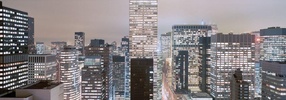 Фотообои Komar Манхэттен, 3,68 х 1,27 м4-258Бумажные фотообои известного бренда Komar позволят создать неповторимый облик помещения, в котором они размещены. Фотообои наносятся на стены тем же способом, что и обычные обои. Благодаря превосходной печати и высококачественной основе такие обои будут радовать вас долгое время. Фотообои снова вошли в нашу жизнь, став модным направлением декорирования интерьера. Выбрав правильную фактуру и сюжет изображения можно добиться невероятного эффекта живого присутствия.Ширина рулона: 3,68 м.Высота полотна: 1,27 м. Клей в комплекте.