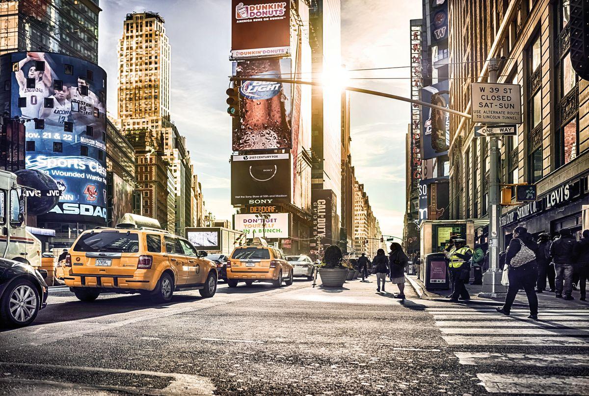 Фотообои Komar Таймс-сквер, 3,68 х 2,48 мXXL4-008Флизелиновые фотообои известного бренда Komar позволят создать неповторимый облик помещения, в котором они размещены. Фотообои наносятся на стены тем же способом, что и обычные обои. Благодаря превосходной печати и высококачественной флизелиновой основе такие обои будут радовать вас долгое время.Фотообои снова вошли в нашу жизнь, став модным направлением декорирования интерьера. Выбрав правильную фактуру и сюжет изображения можно добиться невероятного эффекта живого присутствия. Ширина рулона: 3,68 м.Высота полотна: 2,48 м.
