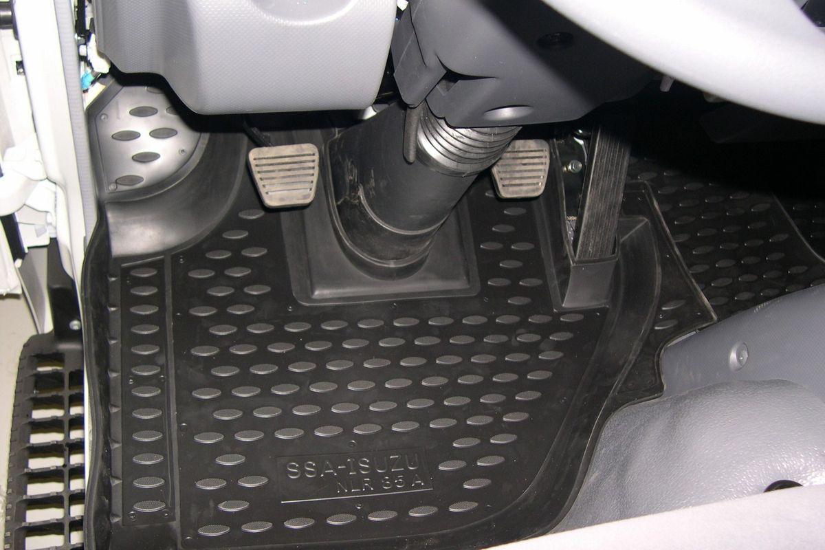 Набор автомобильных ковриков Novline-Autofamily для Isuzu NLR85, в салон, 2 штNLC.21.03.210Набор автомобильных ковриков Novline-Autofamily, изготовленный из полиуретана, состоит из 2 ковриков, которые учитывают все особенности каждой модели автомобиля и полностью повторяют контуры пола. Полиуретановые автомобильные коврики для салона произведены из высококачественного материала, который держит форму, прочный и не пачкает обувь. Коврики в салон не только улучшат внешний вид салона вашего автомобиля, но и надежно уберегут его от пыли, грязи и сырости, а значит, защитят кузов от коррозии. Полиуретановые коврики для автомобиля гладкие, приятные и не пропускают влагу. Ковры для автомобилей надежно крепятся на полу и не скользят, что очень важно во время движения. Чистятся коврики очень просто: как при помощи автомобильного пылесоса, так и различными моющими средствами. Набор подходит для Isuzu NLR85.