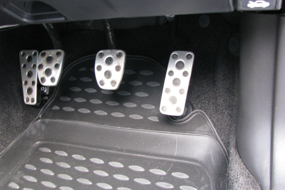 Коврики в салон автомобиля Novline-Autofamily для Subaru Impreza JDM, 02/2000 -04/2007, 4 штNLC.46.12.210Коврики Novline-Autofamily улучшат внешний вид салона автомобиля и надежно уберегут его от пыли, грязи и сырости, а значит, защитят кузов от коррозии. Полиуретановые коврики гладкие, приятные и не пропускает влагу. Полиуретановые автомобильные коврики произведены из высококачественного материала, который держит форму и не пачкает обувь. Коврики надежно крепятся на полу и не скользят, что очень важно во время движения, особенно для водителя. Изделия из полиуретана надежно удерживают грязь и влагу, при этом всегда выглядят довольно опрятно. И чистятся они очень просто: как при помощи автомобильного пылесоса, так и различными моющими средствами.