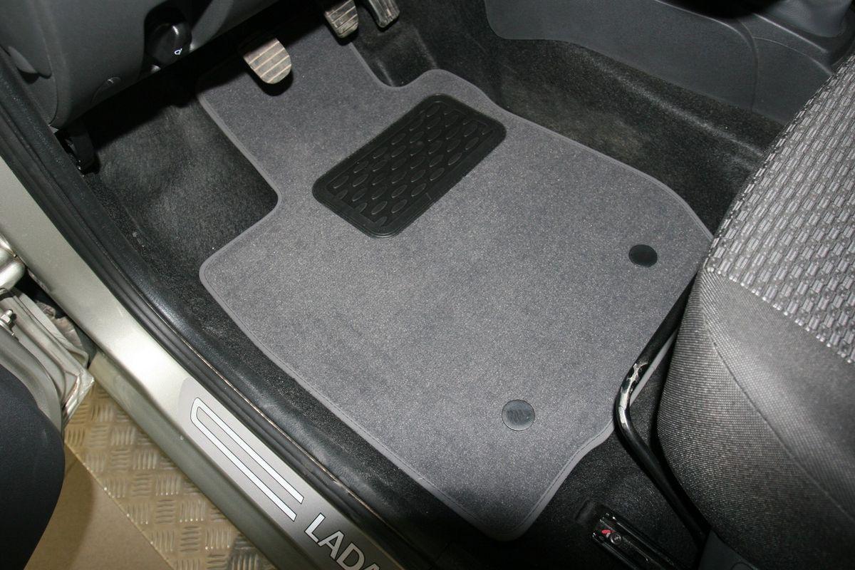 Набор автомобильных ковриков Novline-Autofamily для Lada Largus 5 мест 2012-, универсал, в салон, 5 штNLT.52.27.11.110khНабор автомобильных ковриков Novline-Autofamily, изготовленный из текстиля, состоит из 5 ковриков, которые учитывают все особенности каждой модели автомобиля и полностью повторяют контуры пола. Текстильные автомобильные коврики для салона произведены из высококачественного материала, который держит форму, прочный и не пачкает обувь. Коврики в салон не только улучшат внешний вид салона вашего автомобиля, но и надежно уберегут его от пыли, грязи и сырости, а значит, защитят кузов от коррозии. Текстильные коврики для автомобиля мягкие и приятные, а их основа из вспененного полиуретана не пропускает влагу. Ковры для автомобилей надежно крепятся на полу и не скользят, что очень важно во время движения. Чистятся коврики очень просто: как при помощи автомобильного пылесоса, так и различными моющими средствами. Набор подходит для Lada Largus 5 мест универсал с 2012 года выпуска.