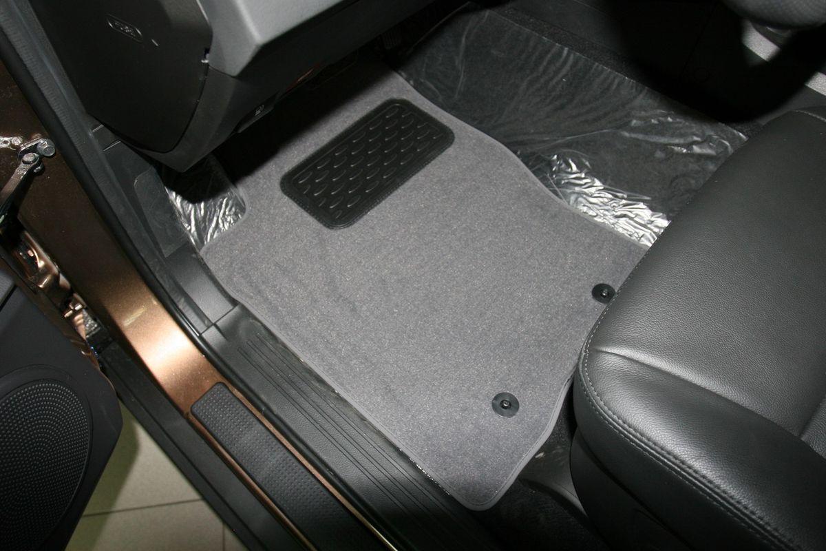 Набор автомобильных ковриков Novline-Autofamily для SsangYong Actyon Sports 2006-2012, 2012-, пикап, в салон, 5 штNLT.61.13.11.110khНабор автомобильных ковриков Novline-Autofamily, изготовленный из текстиля, состоит из 5 ковриков, которые учитывают все особенности каждой модели автомобиля и полностью повторяют контуры пола. Текстильные автомобильные коврики для салона произведены из высококачественного материала, который держит форму, прочный и не пачкает обувь. Коврики в салон не только улучшат внешний вид салона вашего автомобиля, но и надежно уберегут его от пыли, грязи и сырости, а значит, защитят кузов от коррозии. Текстильные коврики для автомобиля мягкие и приятные, а их основа из вспененного полиуретана не пропускает влагу. Ковры для автомобилей надежно крепятся на полу и не скользят, что очень важно во время движения. Чистятся коврики очень просто: как при помощи автомобильного пылесоса, так и различными моющими средствами. Набор подходит для SsangYong Actyon Sports пикап 2006-2012, 2012 и позднее годов выпуска.