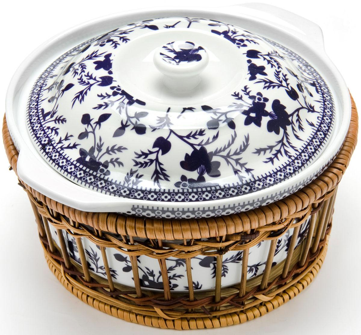 Кастрюля Mayer & Boch, 2,5 л. 2479424794Кастрюля для запекания Mayer & Boch выполнена из высококачественного фарфора белого цвета и оформлена красочным изображением цветов. Кастрюля оснащена удобными ручками и крышкой. Плетеная корзина, в которую вставляется кастрюля, послужит красивой и оригинальной подставкой. Фарфоровая посуда выдерживает высокие перепады температуры, поэтому ее можно использовать в духовке, микроволновой печи, а также для хранения пищи в холодильнике. Можно мыть в посудомоечной машине.Диаметр: 23 см.Объем кастрюли: 2,5 л.