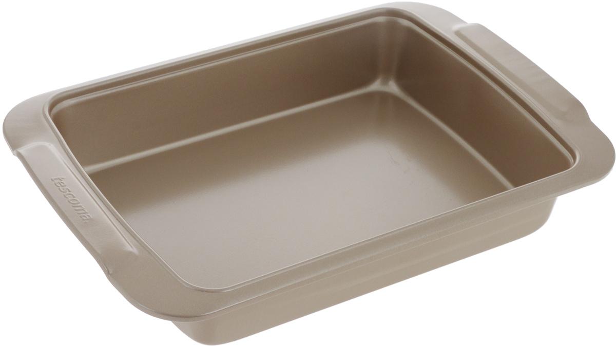 Противень для выпечки Tescoma Gold, прямоугольный, с антипригарным покрытием, 32 х 22 см623520Глубокий противень Tescoma Gold, выполненный из высококачественной нержавеющей стали с антипригарным покрытием, идеально подойдет для приготовления домашней выпечки.Технология антипригарного покрытия способствует оптимальному распределению тепла. Противень легко чистить и мыть. Подходит для использования в духовом шкафу, в электрических, и газовых плитах.Размер противня (с учетом ручек): 32 х 22 х 5,7 см.Внутренний размер противня: 26 х 19 х 5,6 см.