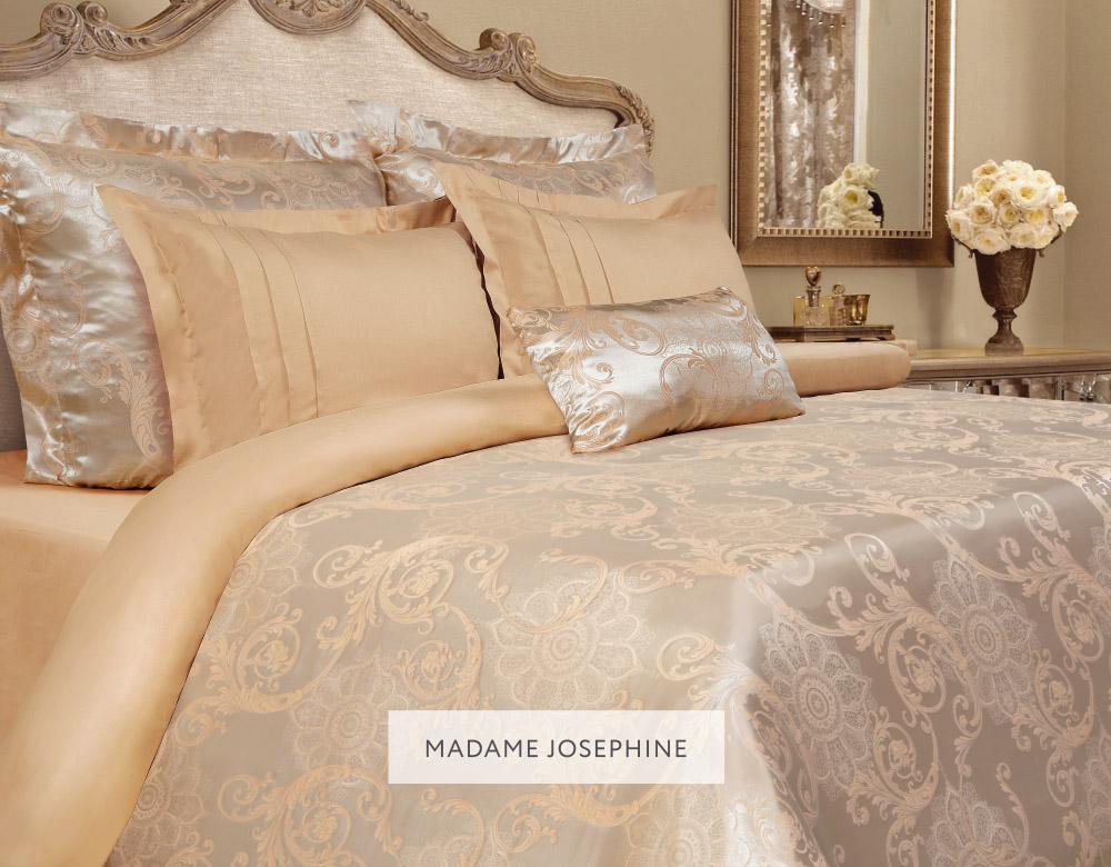 """Комплект постельного белья Mona Liza """"Madam Josephine"""" выполнен из комбинации сатина   и натуральной вискозы. Данный состав придает ткани шелковистость, прочность и   гидроскопичность, по своим качествам, в том числе визуальным, не уступает шелку. Комплект состоит из пододеяльника, простыни и четырех наволочек. Изделия оформлены   благородным орнаментом. Пододеяльник на пуговицах.  Элегантный стиль, несравненное качество, изысканный рельефный рисунок и приятные   оттенки придают постельному белью богатый и утонченный вид.    Советы по выбору постельного белья от блогера Ирины Соковых. Статья OZON Гид"""