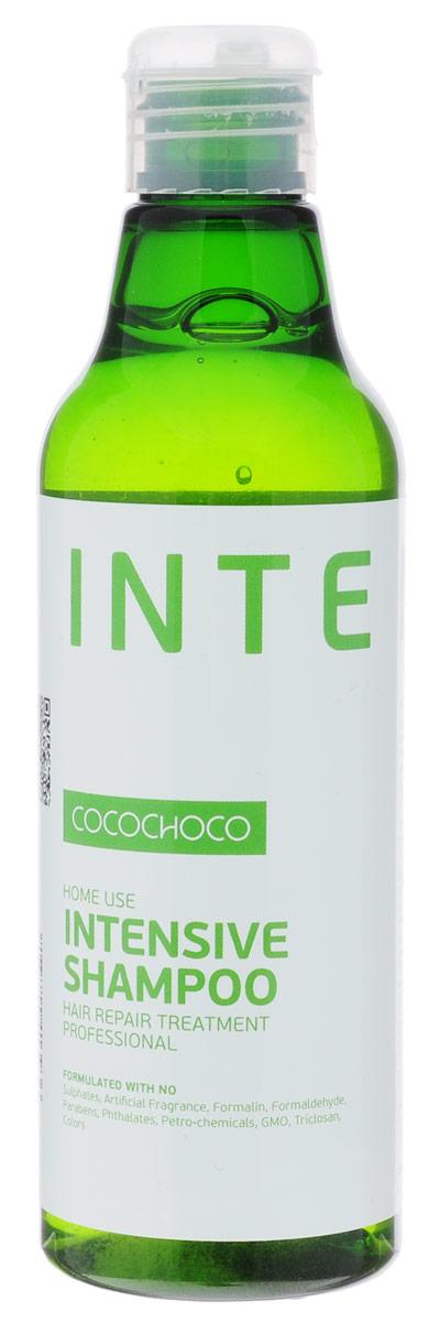 CocoChoco Intensive Шампунь для интенсивного увлажнения 250 мл936Шампунь Intensive Shampoo для интенсивного увлажнения и ухода за сухими и повреждёнными волосами. Глубоко проникает в структуру волоса, питает от корней до самых кончиков, устраняет и предотвращает ломкость, облегчает расчёсывание. Идеально подходит как средство ухода после процедуры кератинового восстановления волос.Состав: KERAMIMIC - натуральный кватернизированный кератин, технология биомиметики воссоздает материю волоса, восстанавливает полипиптидные цепочки, саморегулируемая формула. MIRUSTYLE - снижает пушистость, придает гладкость волосам, отлично работает как на прямых, так и на вьющихся волосах.LUSTRAPLEX - интенсивный компонент глубокого действия, распутывает волосы и облегчает расчесывание, придает сияние и блеск