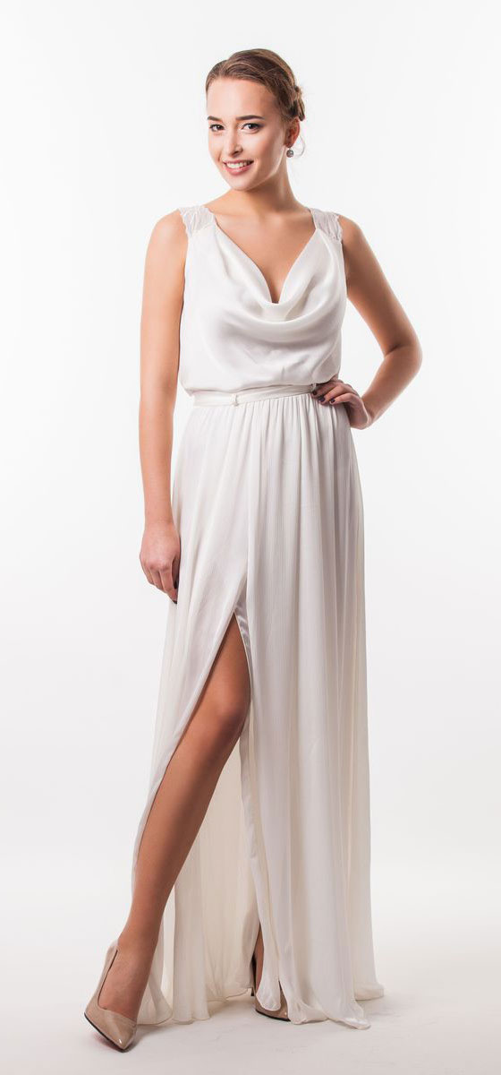 Платье Seam, цвет: молочный. 4640_102. Размер M (46)4640_102Очаровательное вечернее платье Seam, выполненное из высококачественного полиэстера, оно отлично сидит по фигуре и подчеркнет ваши достоинства.Платье-макси с воротником-качели не имеет рукавов и застежек.Сзади по спинке модель выполнена легкой тканью с вышивкой лепестков и прорезями. Сбоку платье дополнено большим разрезом и в поясе оформлено шлевками и небольшим пояском.