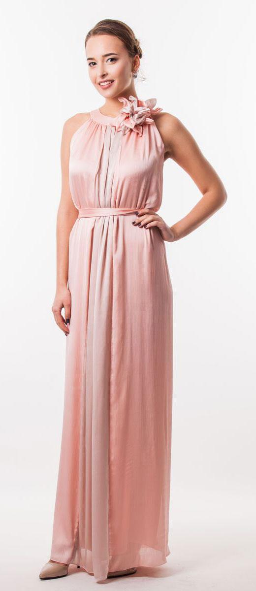 Платье Seam, цвет: бледно-розовый. 4620_401. Размер S (44)4620_401Очаровательное вечернее платье Seam, выполненное из высококачественного полиэстера, оно отлично сидит по фигуре и подчеркнет ваши достоинства. Платье-макси без рукавов сзади на шее застегивается на две пуговицы. Модель свободного кроя от начала горловины оформлена элегантными складочками. Платье дополнено контрастным пояском, который закрепляется с помощью заколки-брошки в виде цветка.