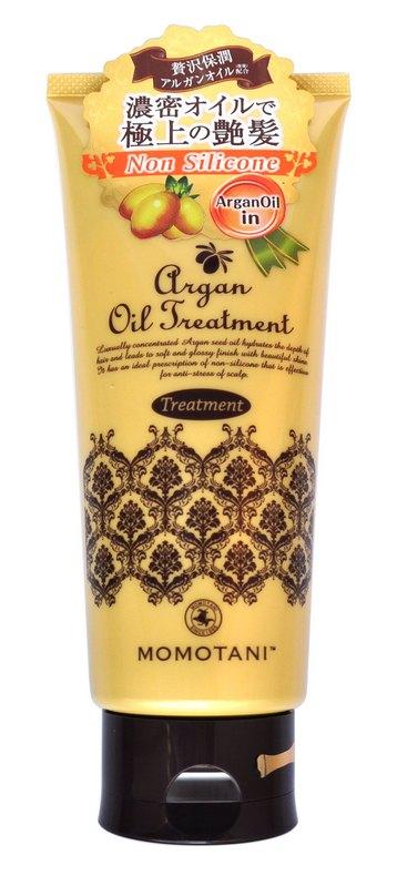 Momotani Бальзам для волос с маслом арганы (без силикона) 200 г051755413Бальзам содержит натуральное марокканское масло арганы, которое превосходно удерживает влагу в волосах, обволакивает секущиеся кончики, восстанавливает ломкие и поврежденные волосы. Средство смягчает жесткие волосы и придает им блеск.Активные компоненты:Масло арганы - натуральный продукт для ухода за волосами. Его состав уникален и включает антиоксиданты, антибиотики и витамины А, Е, F, порядка 80 % полезных жирных кислот, которые интенсивно препятствуют старению волос. Масло защищает волосы от негативного воздействия окружающей среды, усиливает рост волос, восстанавливает их структуру, питает, делает волосы сильными, послушными, шелковистыми.Масла Ши и пенника лугового придают волосам гладкость и увлажняют их изнутри.Кератин восстанавливает и укрепляет поврежденные волосы.Массаж кожи головы с помощью бальзама снимает усталость и стресс.Бальзам восстанавливает волосы от корней до самых кончиков и придаёт им блеск.Не содержит силикон.Обладает нежным цветочным ароматом.