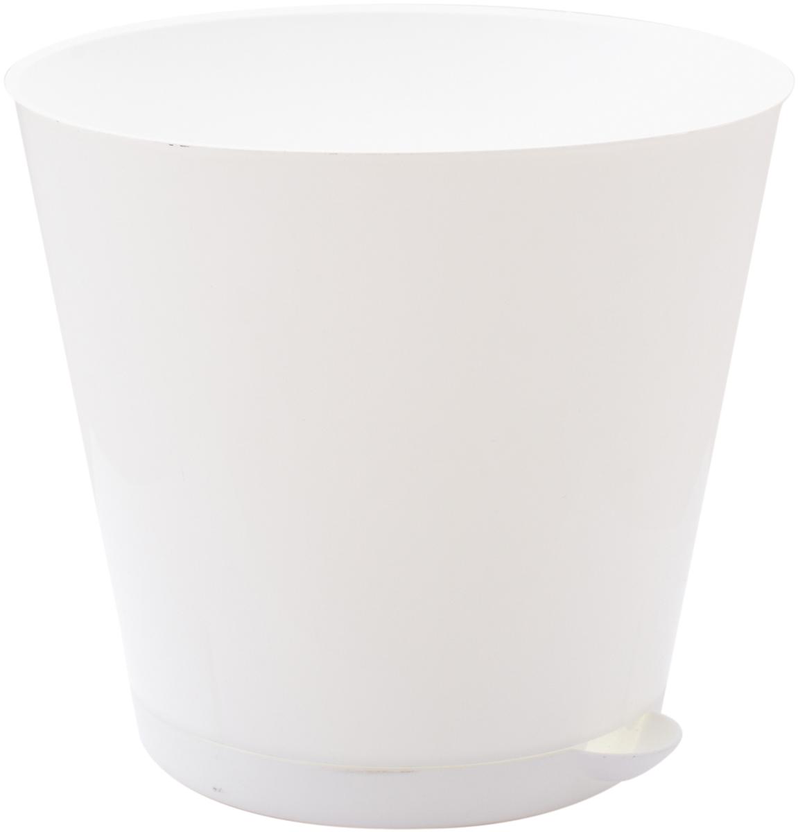 """Горшок InGreen """"Крит"""", выполненный из высококачественного пластика, предназначен для выращивания комнатных цветов, растений и трав. Специальная конструкция обеспечивает вентиляцию в корневой системе растения, а дренажные отверстия позволяют выходить лишней влаге из почвы. Крепежные отверстия и штыри прочно крепят подставку к горшку. Прикорневой полив растения осуществляется через удобный носик. Система прикорневого полива позволяет оставлять комнатное растение без внимания тем, кто часто находится в командировках или собирается в отпуск и не имеет возможности вовремя поливать цветы.Такой горшок порадует вас современным дизайном и функциональностью, а также оригинально украсит интерьер любого помещения. Объем: 5 л."""