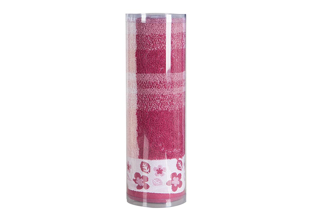 Полотенце махровое Soavita Renata, цвет: бордовый, 48 х 90 см82741Махровое полотно создается из хлопковых нитей, которые, в свою очередь, прядутся из множества хлопковых волокон. Чем длиннее эти волокна, тем прочнее будет нить, и, соответственно, изделие. Длина составляющих хлопковую нить волокон влияет и на фактуру получаемой ткани: чем они длиннее, тем мягче и пушистее получится махровое изделие, тем лучше будет впитывать изделие воду. Хотя на впитывающие качество махры – ее гигроскопичность, не в последнюю очередь влияет состав волокна. Мягкая махровая ткань отлично впитывает влагу и быстро сохнет. Soavita – это популярный бренд домашнего текстиля. Дизайнерская студия этой фирмы находится во Флоренции, Италия. Производство перенесено в Китай, чтобы сделать продукцию более доступной для покупателей. Таким образом, вы имеете возможность покупать продукцию европейского качества совсем не дорого. Домашний текстиль прослужит вам долго: все детали качественно прошиты, ткани очень плотные, рисунок наносится безопасными для здоровья красителями, не линяет и держится много лет. Все изделия упакованы в подарочные упаковки.