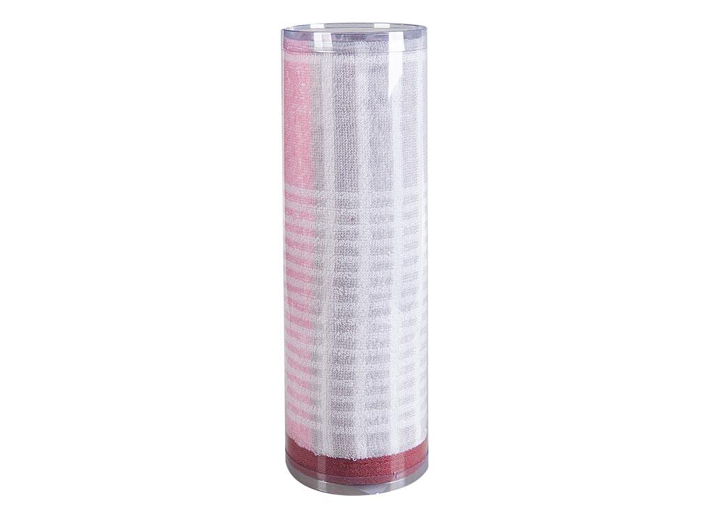 Полотенце махровое Soavita Твист, 50 х 90 см82745Махровое полотно создается из хлопковых нитей, которые, в свою очередь, прядутся из множества хлопковых волокон. Чем длиннее эти волокна, тем прочнее будет нить, и, соответственно, изделие. Длина составляющих хлопковую нить волокон влияет и на фактуру получаемой ткани: чем они длиннее, тем мягче и пушистее получится махровое изделие, тем лучше будет впитывать изделие воду. Хотя на впитывающие качество махры – ее гигроскопичность, не в последнюю очередь влияет состав волокна. Мягкая махровая ткань отлично впитывает влагу и быстро сохнет. Soavita – это популярный бренд домашнего текстиля. Дизайнерская студия этой фирмы находится во Флоренции, Италия. Производство перенесено в Китай, чтобы сделать продукцию более доступной для покупателей. Таким образом, вы имеете возможность покупать продукцию европейского качества совсем не дорого. Домашний текстиль прослужит вам долго: все детали качественно прошиты, ткани очень плотные, рисунок наносится безопасными для здоровья красителями, не линяет и держится много лет. Все изделия упакованы в подарочные упаковки.