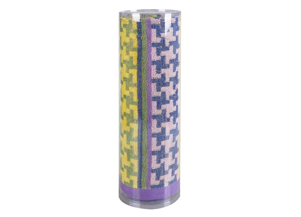 Полотенце махровое Soavita Азарт, цвет: лиловый, 50 х 90 см82747Махровое полотно создается из хлопковых нитей, которые, в свою очередь, прядутся из множества хлопковых волокон. Чем длиннее эти волокна, тем прочнее будет нить, и, соответственно, изделие. Длина составляющих хлопковую нить волокон влияет и на фактуру получаемой ткани: чем они длиннее, тем мягче и пушистее получится махровое изделие, тем лучше будет впитывать изделие воду. Хотя на впитывающие качество махры – ее гигроскопичность, не в последнюю очередь влияет состав волокна. Мягкая махровая ткань отлично впитывает влагу и быстро сохнет. Soavita – это популярный бренд домашнего текстиля. Дизайнерская студия этой фирмы находится во Флоренции, Италия. Производство перенесено в Китай, чтобы сделать продукцию более доступной для покупателей. Таким образом, вы имеете возможность покупать продукцию европейского качества совсем не дорого. Домашний текстиль прослужит вам долго: все детали качественно прошиты, ткани очень плотные, рисунок наносится безопасными для здоровья красителями, не линяет и держится много лет. Все изделия упакованы в подарочные упаковки.
