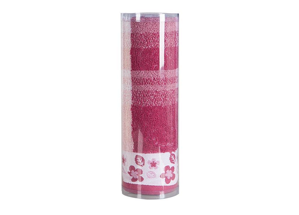 Полотенце махровое Soavita Renata, цвет: бордовый, 68 х 130 см82980Махровое полотно создается из хлопковых нитей, которые, в свою очередь, прядутся из множества хлопковых волокон. Чем длиннее эти волокна, тем прочнее будет нить, и, соответственно, изделие. Длина составляющих хлопковую нить волокон влияет и на фактуру получаемой ткани: чем они длиннее, тем мягче и пушистее получится махровое изделие, тем лучше будет впитывать изделие воду. Хотя на впитывающие качество махры – ее гигроскопичность, не в последнюю очередь влияет состав волокна. Мягкая махровая ткань отлично впитывает влагу и быстро сохнет. Soavita – это популярный бренд домашнего текстиля. Дизайнерская студия этой фирмы находится во Флоренции, Италия. Производство перенесено в Китай, чтобы сделать продукцию более доступной для покупателей. Таким образом, вы имеете возможность покупать продукцию европейского качества совсем не дорого. Домашний текстиль прослужит вам долго: все детали качественно прошиты, ткани очень плотные, рисунок наносится безопасными для здоровья красителями, не линяет и держится много лет. Все изделия упакованы в подарочные упаковки.