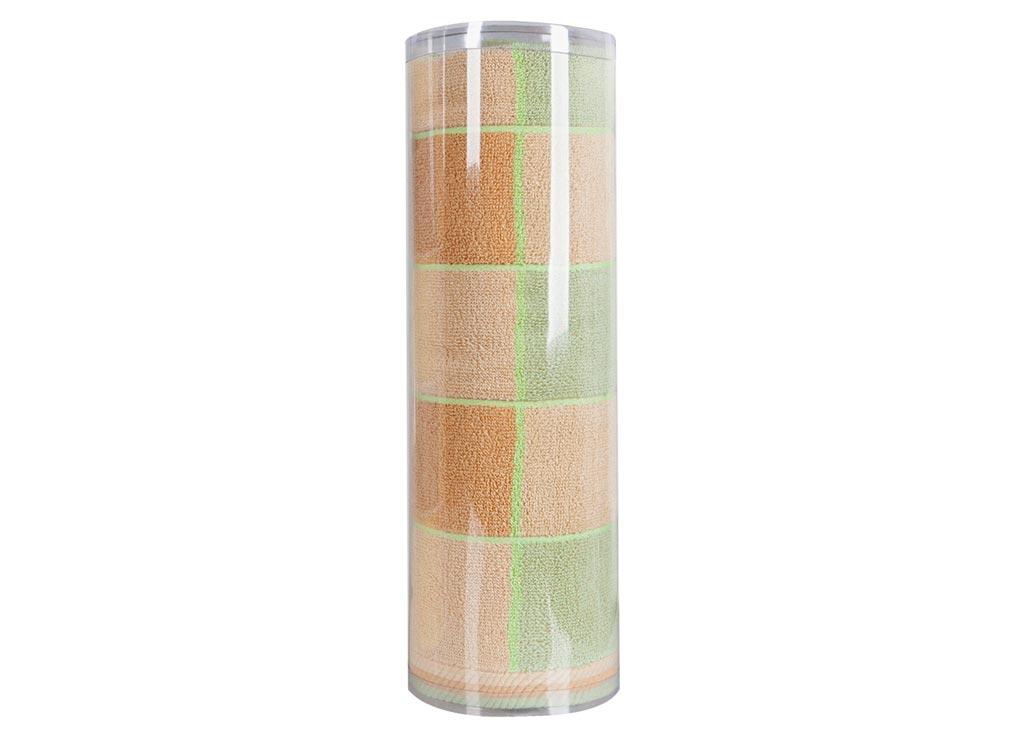 Полотенце махровое Soavita Презент, цвет: бежевый, 70 х 140 см82981Махровое полотно создается из хлопковых нитей, которые, в свою очередь, прядутся из множества хлопковых волокон. Чем длиннее эти волокна, тем прочнее будет нить, и, соответственно, изделие. Длина составляющих хлопковую нить волокон влияет и на фактуру получаемой ткани: чем они длиннее, тем мягче и пушистее получится махровое изделие, тем лучше будет впитывать изделие воду. Хотя на впитывающие качество махры – ее гигроскопичность, не в последнюю очередь влияет состав волокна. Мягкая махровая ткань отлично впитывает влагу и быстро сохнет.Soavita – это популярный бренд домашнего текстиля. Дизайнерская студия этой фирмы находится во Флоренции, Италия. Производство перенесено в Китай, чтобы сделать продукцию более доступной для покупателей. Таким образом, вы имеете возможность покупать продукцию европейского качества совсем не дорого. Домашний текстиль прослужит вам долго: все детали качественно прошиты, ткани очень плотные, рисунок наносится безопасными для здоровья красителями, не линяет и держится много лет. Все изделия упакованы в подарочные упаковки.