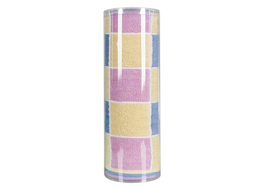 Полотенце махровое Soavita Презент, цвет: синий, 70 х 140 см82982Махровое полотно создается из хлопковых нитей, которые, в свою очередь, прядутся из множества хлопковых волокон. Чем длиннее эти волокна, тем прочнее будет нить, и, соответственно, изделие. Длина составляющих хлопковую нить волокон влияет и на фактуру получаемой ткани: чем они длиннее, тем мягче и пушистее получится махровое изделие, тем лучше будет впитывать изделие воду. Хотя на впитывающие качество махры – ее гигроскопичность, не в последнюю очередь влияет состав волокна. Мягкая махровая ткань отлично впитывает влагу и быстро сохнет. Soavita – это популярный бренд домашнего текстиля. Дизайнерская студия этой фирмы находится во Флоренции, Италия. Производство перенесено в Китай, чтобы сделать продукцию более доступной для покупателей. Таким образом, вы имеете возможность покупать продукцию европейского качества совсем не дорого. Домашний текстиль прослужит вам долго: все детали качественно прошиты, ткани очень плотные, рисунок наносится безопасными для здоровья красителями, не линяет и держится много лет. Все изделия упакованы в подарочные упаковки.
