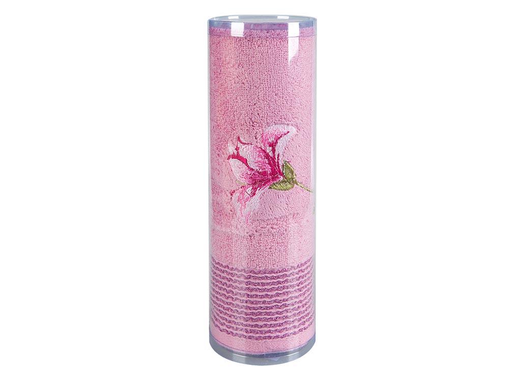 Полотенце махровое Soavita Df. Alice, цвет: розовый, 70 х 140 см83060Полотенце для тела Soavita Df. Alice выполнено из высококачественного махрового полотна и оформлено яркой вышивкой. Махровое полотно создается из хлопковых нитей, которые, в свою очередь, прядутся из множества хлопковых волокон. Чем длиннее эти волокна, тем прочнее будет нить, и, соответственно, изделие. Длина составляющих хлопковую нить волокон влияет и на фактуру получаемой ткани: чем они длиннее, тем мягче и пушистее получится махровое изделие, тем лучше будет впитывать изделие воду. Хотя на впитывающие качество махры - ее гигроскопичность, не в последнюю очередь влияет состав волокна. Мягкая махровая ткань отлично впитывает влагу и быстро сохнет. Полотенце очень практично и неприхотливо в уходе, сохраняет яркость цвета и не теряет форму даже после многократных стирок.