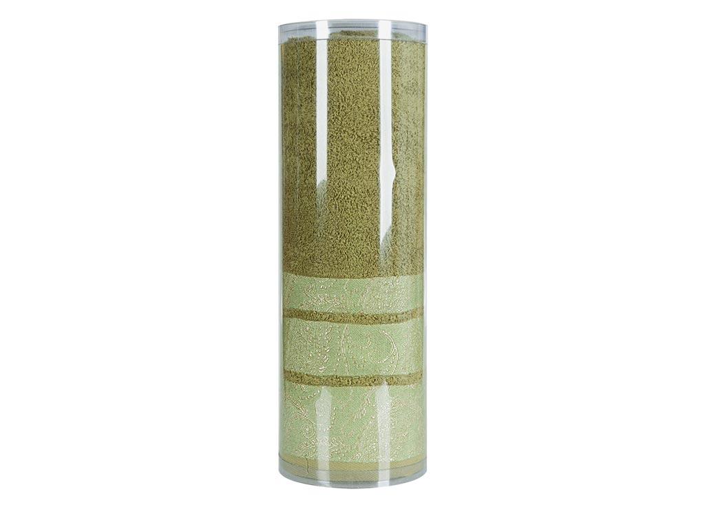 Полотенце махровое Soavita Eo, цвет: зеленый, 70 х 140 см83071Махровое полотно создается из хлопковых нитей, которые, в свою очередь, прядутся из множества хлопковых волокон. Чем длиннее эти волокна, тем прочнее будет нить, и, соответственно, изделие. Длина составляющих хлопковую нить волокон влияет и на фактуру получаемой ткани: чем они длиннее, тем мягче и пушистее получится махровое изделие, тем лучше будет впитывать изделие воду. Хотя на впитывающие качество махры – ее гигроскопичность, не в последнюю очередь влияет состав волокна. Мягкая махровая ткань отлично впитывает влагу и быстро сохнет. Soavita – это популярный бренд домашнего текстиля. Дизайнерская студия этой фирмы находится во Флоренции, Италия. Производство перенесено в Китай, чтобы сделать продукцию более доступной для покупателей. Таким образом, вы имеете возможность покупать продукцию европейского качества совсем не дорого. Домашний текстиль прослужит вам долго: все детали качественно прошиты, ткани очень плотные, рисунок наносится безопасными для здоровья красителями, не линяет и держится много лет. Все изделия упакованы в подарочные упаковки.