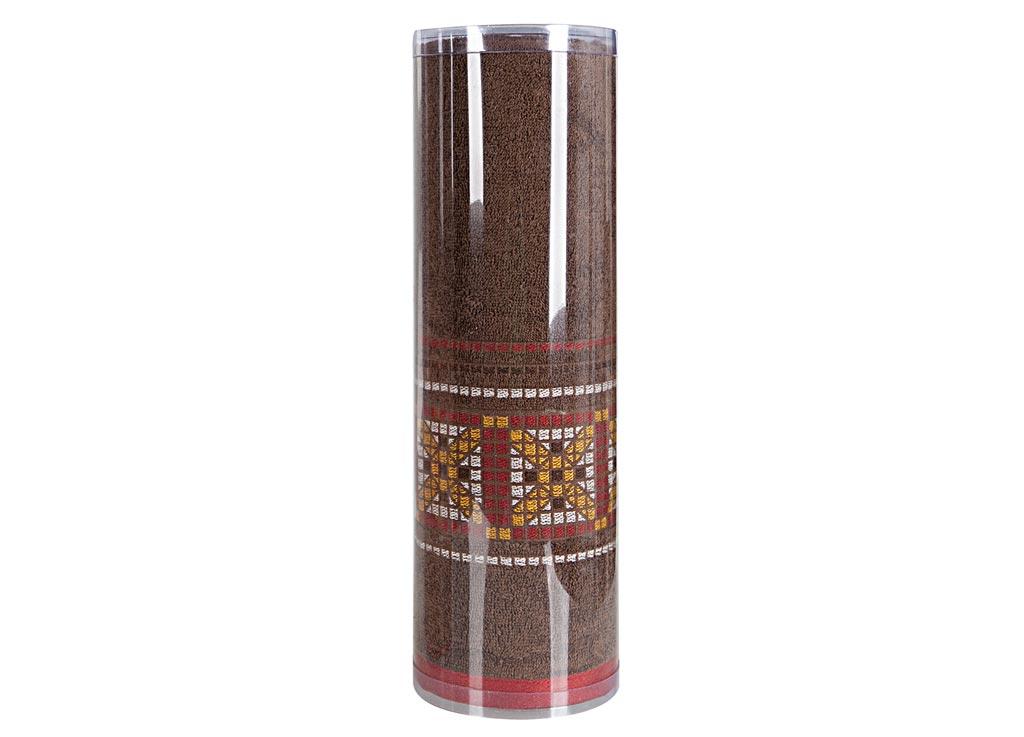 Полотенце махровое Soavita Eo. Star, цвет: коричневый, 70 х 140 см83075Махровое полотно создается из хлопковых нитей, которые, в свою очередь, прядутся из множества хлопковых волокон. Чем длиннее эти волокна, тем прочнее будет нить, и, соответственно, изделие. Длина составляющих хлопковую нить волокон влияет и на фактуру получаемой ткани: чем они длиннее, тем мягче и пушистее получится махровое изделие, тем лучше будет впитывать изделие воду. Хотя на впитывающие качество махры – ее гигроскопичность, не в последнюю очередь влияет состав волокна. Мягкая махровая ткань отлично впитывает влагу и быстро сохнет. Soavita – это популярный бренд домашнего текстиля. Дизайнерская студия этой фирмы находится во Флоренции, Италия. Производство перенесено в Китай, чтобы сделать продукцию более доступной для покупателей. Таким образом, вы имеете возможность покупать продукцию европейского качества совсем не дорого. Домашний текстиль прослужит вам долго: все детали качественно прошиты, ткани очень плотные, рисунок наносится безопасными для здоровья красителями, не линяет и держится много лет. Все изделия упакованы в подарочные упаковки.