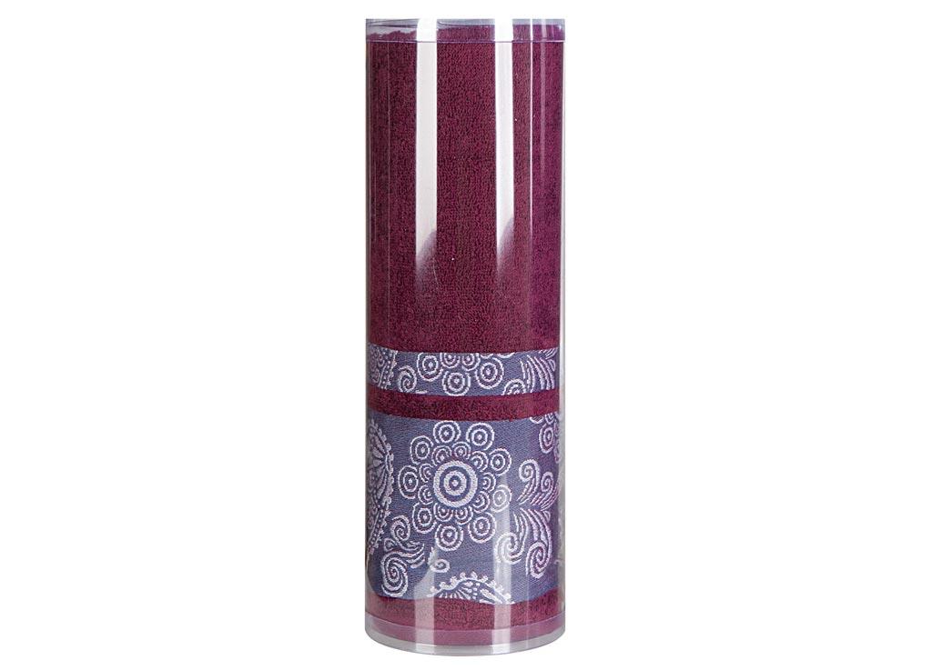 Полотенце махровое Soavita Eo. Cocktail, цвет: бордовый, 70 х 140 см83084Махровое полотно создается из хлопковых нитей, которые, в свою очередь, прядутся из множества хлопковых волокон. Чем длиннее эти волокна, тем прочнее будет нить, и, соответственно, изделие. Длина составляющих хлопковую нить волокон влияет и на фактуру получаемой ткани: чем они длиннее, тем мягче и пушистее получится махровое изделие, тем лучше будет впитывать изделие воду. Хотя на впитывающие качество махры – ее гигроскопичность, не в последнюю очередь влияет состав волокна. Мягкая махровая ткань отлично впитывает влагу и быстро сохнет. Soavita – это популярный бренд домашнего текстиля. Дизайнерская студия этой фирмы находится во Флоренции, Италия. Производство перенесено в Китай, чтобы сделать продукцию более доступной для покупателей. Таким образом, вы имеете возможность покупать продукцию европейского качества совсем не дорого. Домашний текстиль прослужит вам долго: все детали качественно прошиты, ткани очень плотные, рисунок наносится безопасными для здоровья красителями, не линяет и держится много лет. Все изделия упакованы в подарочные упаковки.