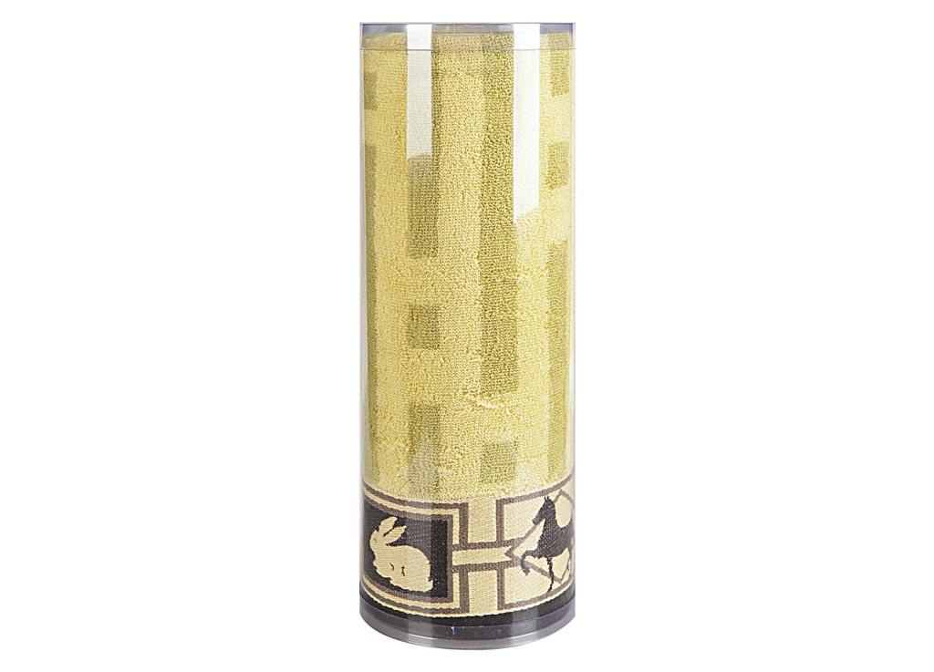 Полотенце махровое Soavita Аллюр, цвет: бежевый, 70 х 140 см83094Махровое полотно создается из хлопковых нитей, которые, в свою очередь, прядутся из множества хлопковых волокон. Чем длиннее эти волокна, тем прочнее будет нить, и, соответственно, изделие. Длина составляющих хлопковую нить волокон влияет и на фактуру получаемой ткани: чем они длиннее, тем мягче и пушистее получится махровое изделие, тем лучше будет впитывать изделие воду. Хотя на впитывающие качество махры – ее гигроскопичность, не в последнюю очередь влияет состав волокна. Мягкая махровая ткань отлично впитывает влагу и быстро сохнет. Soavita – это популярный бренд домашнего текстиля. Дизайнерская студия этой фирмы находится во Флоренции, Италия. Производство перенесено в Китай, чтобы сделать продукцию более доступной для покупателей. Таким образом, вы имеете возможность покупать продукцию европейского качества совсем не дорого. Домашний текстиль прослужит вам долго: все детали качественно прошиты, ткани очень плотные, рисунок наносится безопасными для здоровья красителями, не линяет и держится много лет. Все изделия упакованы в подарочные упаковки.
