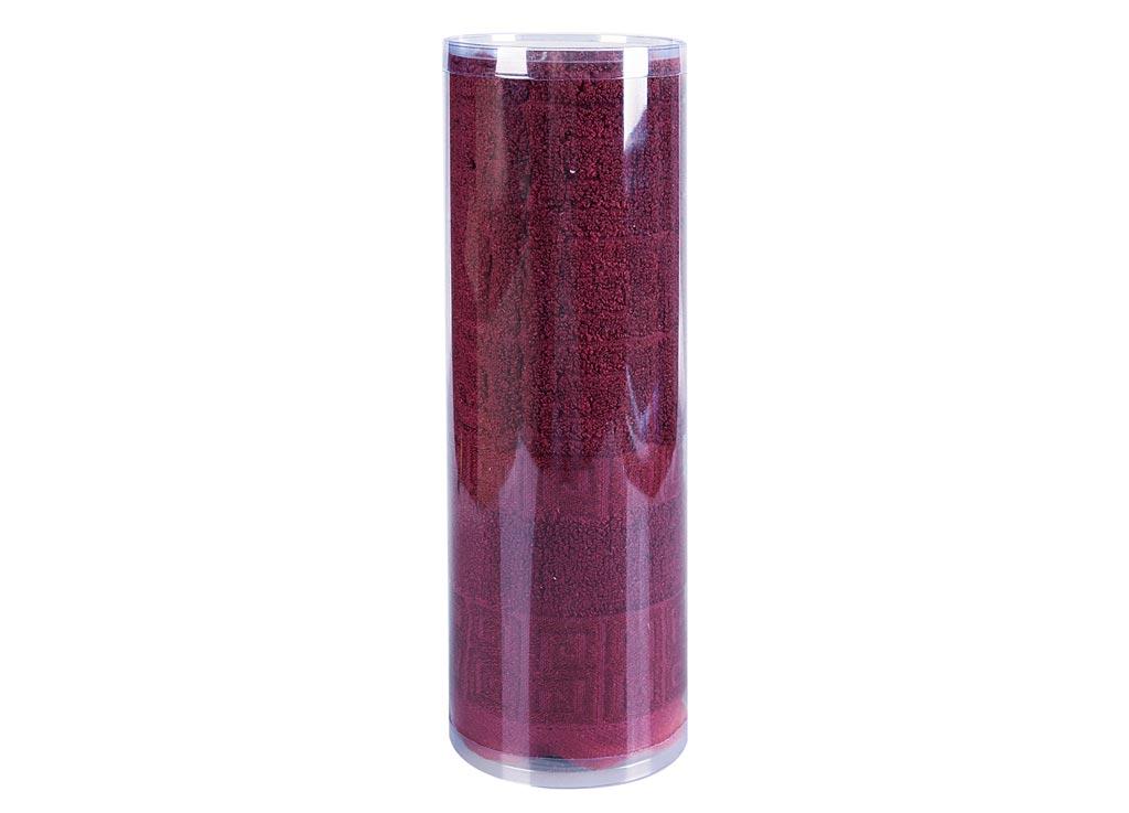 Полотенце махровое Soavita Alber, цвет: оранжевый, 50 х 70 см83120Махровое полотно создается из хлопковых нитей, которые, в свою очередь, прядутся из множества хлопковых волокон. Чем длиннее эти волокна, тем прочнее будет нить, и, соответственно, изделие. Длина составляющих хлопковую нить волокон влияет и на фактуру получаемой ткани: чем они длиннее, тем мягче и пушистее получится махровое изделие, тем лучше будет впитывать изделие воду. Хотя на впитывающие качество махры – ее гигроскопичность, не в последнюю очередь влияет состав волокна. Мягкая махровая ткань отлично впитывает влагу и быстро сохнет. Soavita – это популярный бренд домашнего текстиля. Дизайнерская студия этой фирмы находится во Флоренции, Италия. Производство перенесено в Китай, чтобы сделать продукцию более доступной для покупателей. Таким образом, вы имеете возможность покупать продукцию европейского качества совсем не дорого. Домашний текстиль прослужит вам долго: все детали качественно прошиты, ткани очень плотные, рисунок наносится безопасными для здоровья красителями, не линяет и держится много лет. Все изделия упакованы в подарочные упаковки.