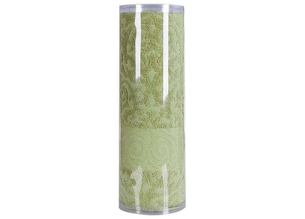 Полотенце махровое Soavita Eo. Квадро, цвет: зеленый, 70 х 140 см74667Махровое полотно создается из хлопковых нитей, которые, в свою очередь, прядутся из множества хлопковых волокон. Чем длиннее эти волокна, тем прочнее будет нить, и, соответственно, изделие. Длина составляющих хлопковую нить волокон влияет и на фактуру получаемой ткани: чем они длиннее, тем мягче и пушистее получится махровое изделие, тем лучше будет впитывать изделие воду. Хотя на впитывающие качество махры – ее гигроскопичность, не в последнюю очередь влияет состав волокна. Мягкая махровая ткань отлично впитывает влагу и быстро сохнет. Soavita – это популярный бренд домашнего текстиля. Дизайнерская студия этой фирмы находится во Флоренции, Италия. Производство перенесено в Китай, чтобы сделать продукцию более доступной для покупателей. Таким образом, вы имеете возможность покупать продукцию европейского качества совсем не дорого. Домашний текстиль прослужит вам долго: все детали качественно прошиты, ткани очень плотные, рисунок наносится безопасными для здоровья красителями, не линяет и держится много лет. Все изделия упакованы в подарочные упаковки.