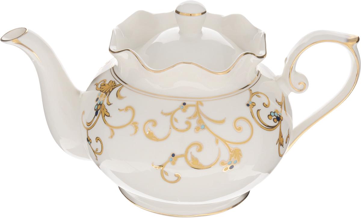 Чайник заварочный Patricia Восток, 900 млIM52-4201Заварочный чайник Patricia Восток изготовлен из фарфора высшего качества с гладким глазурованным покрытием. Изделие декорировано изящным узором и золотистой эмалью. Чайник снабжен удобной ручкой. В основании носика расположены фильтрующие отверстия от попадания чаинок в чашку. Изысканный заварочный чайник украсит сервировку стола к чаепитию. Благодаря красивому утонченному дизайну, качеству исполнения и большому объему он станет хорошим подарком друзьям и близким. Не рекомендуется мыть в посудомоечной машине и использовать в микроволновой печи. Диаметр по верхнему краю: 10,5 см. Внутренний диаметр: 8 см. Высота чайника (без учета крышки): 12,5 см.