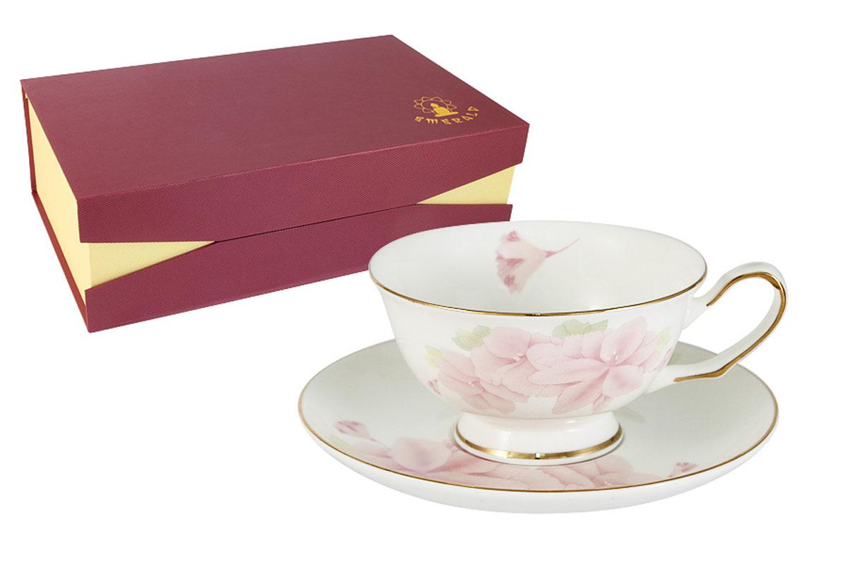 """Благодаря высокому качеству исполнения, разнообразным декорам и  оптимальному соотношению, посуда Emerald завоевала огромную популярность у  покупателей и пользуется неизменно высоким спросом. Набор Emerald """"Розовые цветы"""" состоит из 6 чашек и 6 блюдец, изготовленных из  костяного фарфора. Поверхность изделий покрыта превосходной сверкающей  глазурью, не  содержащей свинца.Можно использовать в СВЧ. Не  использовать в посудомоечной машине. Мыть с применением жидких  моющих  средств."""