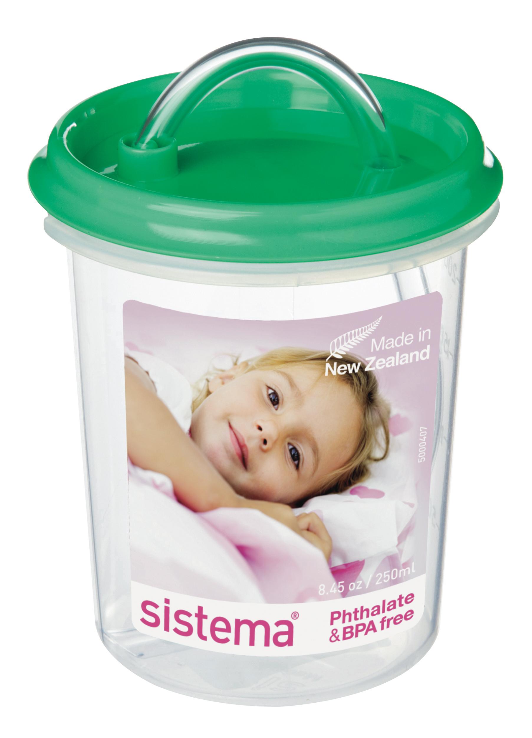 Чашка детская Sistema, с трубочкой, цвет: зеленый, 250 млSWM325-02Детская чашка-непроливайка с трубочкой Sistema абсолютно безопасна для использования маленькими детьми. В качестве материала для этой модели использовался качественный пищевой пластик, свободный от фенола и иных вредных примесей. Важно также отметить, что чашечка герметично закрывается, ваш малыш не сможет пролить ее содержимое. Кроме того, рассматриваемая модель обладает эргономичной конструкцией, крохе будет удобно держать ее в ручках.
