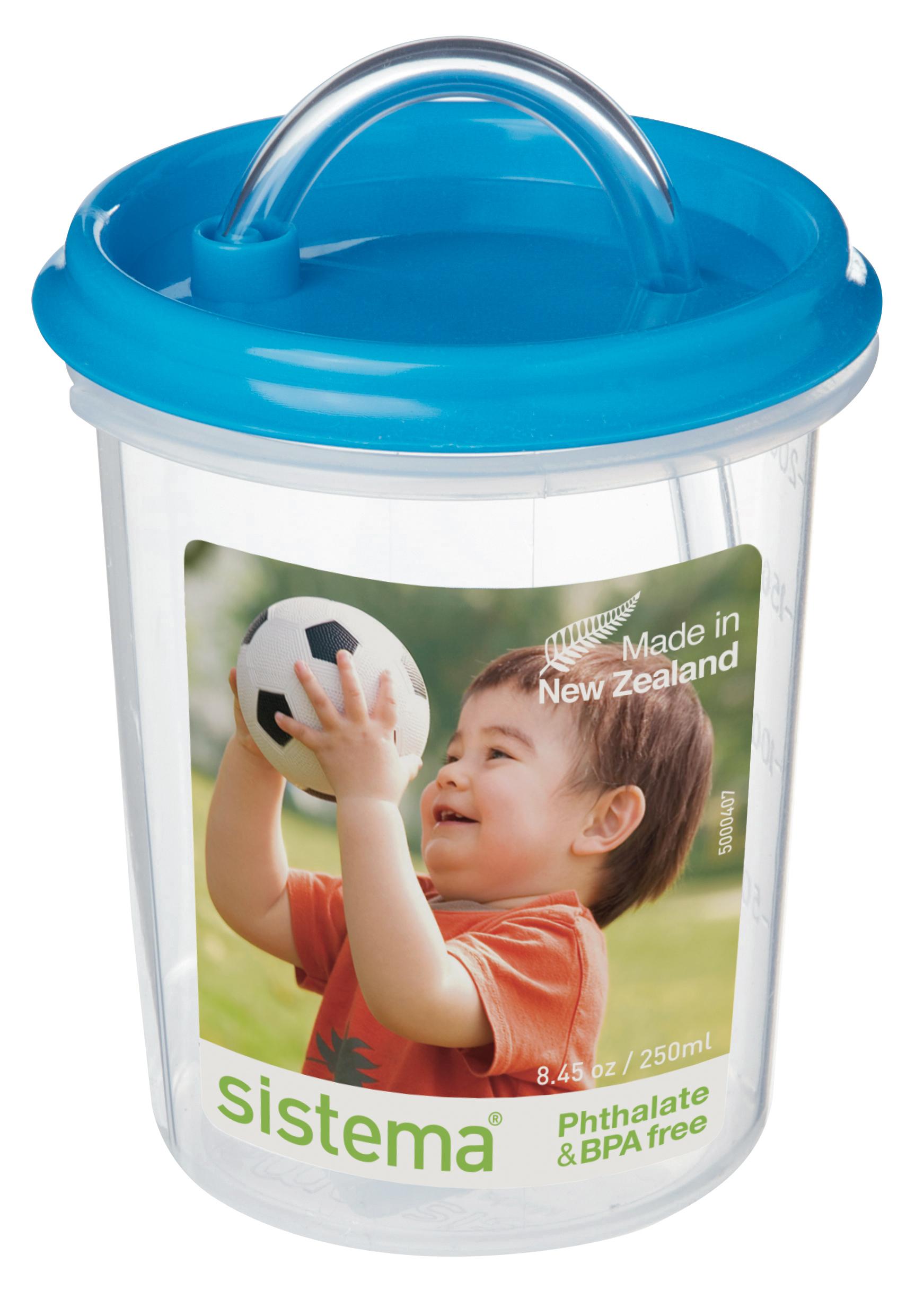 Чашка детская Sistema, с трубочкой, цвет: голубой, 250 млЛВсинийДетская чашка-непроливайка с трубочкой Sistema абсолютно безопасна для использования маленькими детьми. В качестве материала для этой модели использовался качественный пищевой пластик, свободный от фенола и иных вредных примесей. Важно также отметить, что чашечка герметично закрывается, ваш малыш не сможет пролить ее содержимое. Кроме того, рассматриваемая модель обладает эргономичной конструкцией, крохе будет удобно держать ее в ручках.