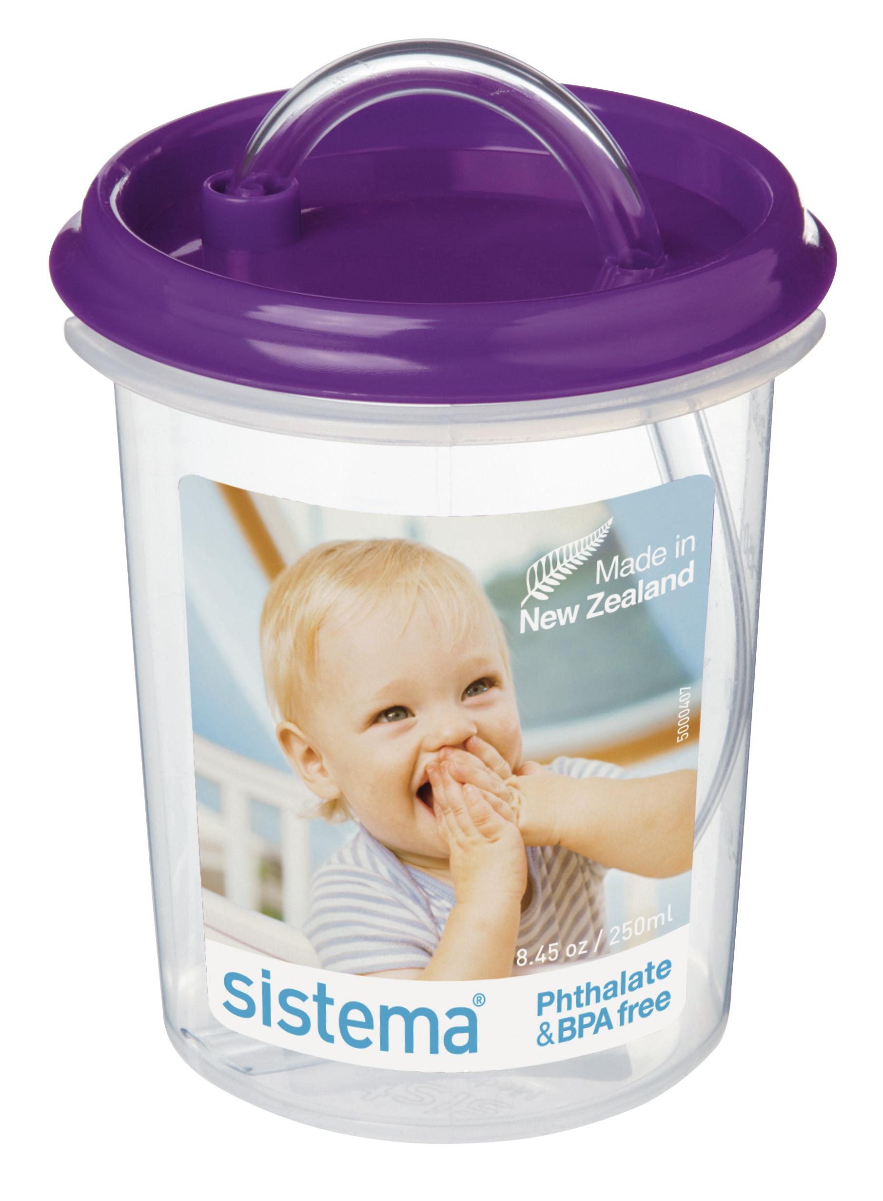 Чашка детская Sistema, с трубочкой, цвет: фиолетовый, 250 мл40Детскую чашку с трубочкой Dinkee Straw можно трясти, опрокидывать и даже подбрасывать в воздух – содержимое не прольется, удобна для детских ручек. Удобная поилка с крышкой-непроливайкой в дополнение к эргономичной форме и яркой расцветке делают данную чашку незаменимой в дороге, на прогулке, дома или на даче . Именно благодаря простоте и комфорту в использовании, качественным материалам и стильному дизайну, чашка с трубочкой так популярна. Можно мыть в посудомоечной машине.