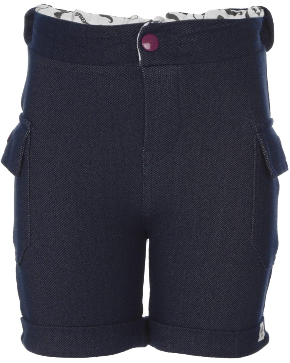 Шорты для мальчика Free Age, цвет: темно-синий джинс. ZBB 11015-B0. Размер 80, 9-12 месяцевZBB 11105-B-1/ZBB 11015-B0Стильные шорты для мальчика Free Age идеально подойдут маленькому непоседе и станут отличным дополнением к его гардеробу. Изготовленные из эластичного хлопка с добавлением полиэстера, они мягкие и приятные на ощупь, не сковывают движения и позволяют коже дышать.Шорты дополнены на поясе широкой эластичной резинкой, а также застежкой-кнопкой. По бокам расположены два объемных накладных кармана с клапанами на кнопках. Низ брючин дополнен декоративными отворотами. Украшено изделие небольшой текстильной нашивкой.В таких шортах ваш маленький модник будет чувствовать себя комфортно, уютно и всегда будет в центре внимания!