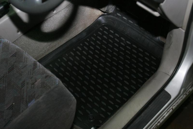 Набор автомобильных ковриков Novline-Autofamily для Toyota Caldina AT211G GDM 09/1997-08/2002, в салон, 4 штNLC.48.34.210khНабор автомобильных ковриков Novline-Autofamily, изготовленный из полиуретана, состоит из 4 ковриков, которые учитывают все особенности каждой модели автомобиля и полностью повторяют контуры пола. Полиуретановые автомобильные коврики для салона произведены из высококачественного материала, который держит форму, прочный и не пачкает обувь. Коврики в салон не только улучшат внешний вид салона вашего автомобиля, но и надежно уберегут его от пыли, грязи и сырости, а значит, защитят кузов от коррозии. Полиуретановые коврики для автомобиля гладкие, приятные и не пропускают влагу. Ковры для автомобилей надежно крепятся на полу и не скользят, что очень важно во время движения. Чистятся коврики очень просто: как при помощи автомобильного пылесоса, так и различными моющими средствами. Набор подходит для Toyota Caldina AT211G GDM сентября 1997 - августа 2002 годов выпуска.