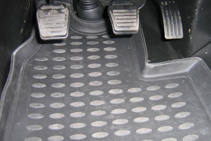 Коврики в салон автомобиля Novline-Autofamily, для FORD Transit, МКПП 2006-2014, 2 части, 4 штs000.13Коврики Novline-Autofamily улучшат внешний вид салона автомобиля и надежно уберегут его от пыли, грязи и сырости, а значит, защитят кузов от коррозии. Полиуретановые коврики гладкие, приятные и не пропускает влагу.Полиуретановые автомобильные коврики произведены из высококачественного материала, который держит форму и не пачкает обувь.Коврики надежно крепятся на полу и не скользят, что очень важно во время движения, особенно для водителя.Изделия из полиуретана надежно удерживают грязь и влагу, при этом всегда выглядят довольно опрятно. И чистится они очень просто: как при помощи автомобильного пылесоса, так и различными моющими средствами.