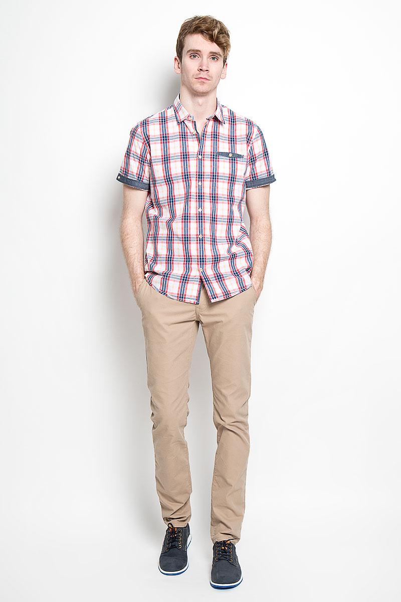 Рубашка мужская Tom Tailor, цвет: белый, красный, синий. 2031668.00.10_2000. Размер L (50)2031668.00.10_2000Стильная мужская рубашка Tom Tailor, изготовленная из высококачественного хлопка, необычайно мягкая и приятная на ощупь, не сковывает движения и позволяет коже дышать, обеспечивая наибольший комфорт.Модная рубашка с отложным воротником, короткими рукавами и полукруглым низом застегивается на пластиковые пуговицы. Модель оформлена стильным принтом в клетку. Рукава дополнены отворотом и фиксируются с помощью пуговицы, сзади воротник также фиксируется пуговицей. На груди расположен накладной карман. Эта рубашка идеально подойдет для повседневного гардероба.Такая модель порадует настоящих ценителей комфорта и практичности!
