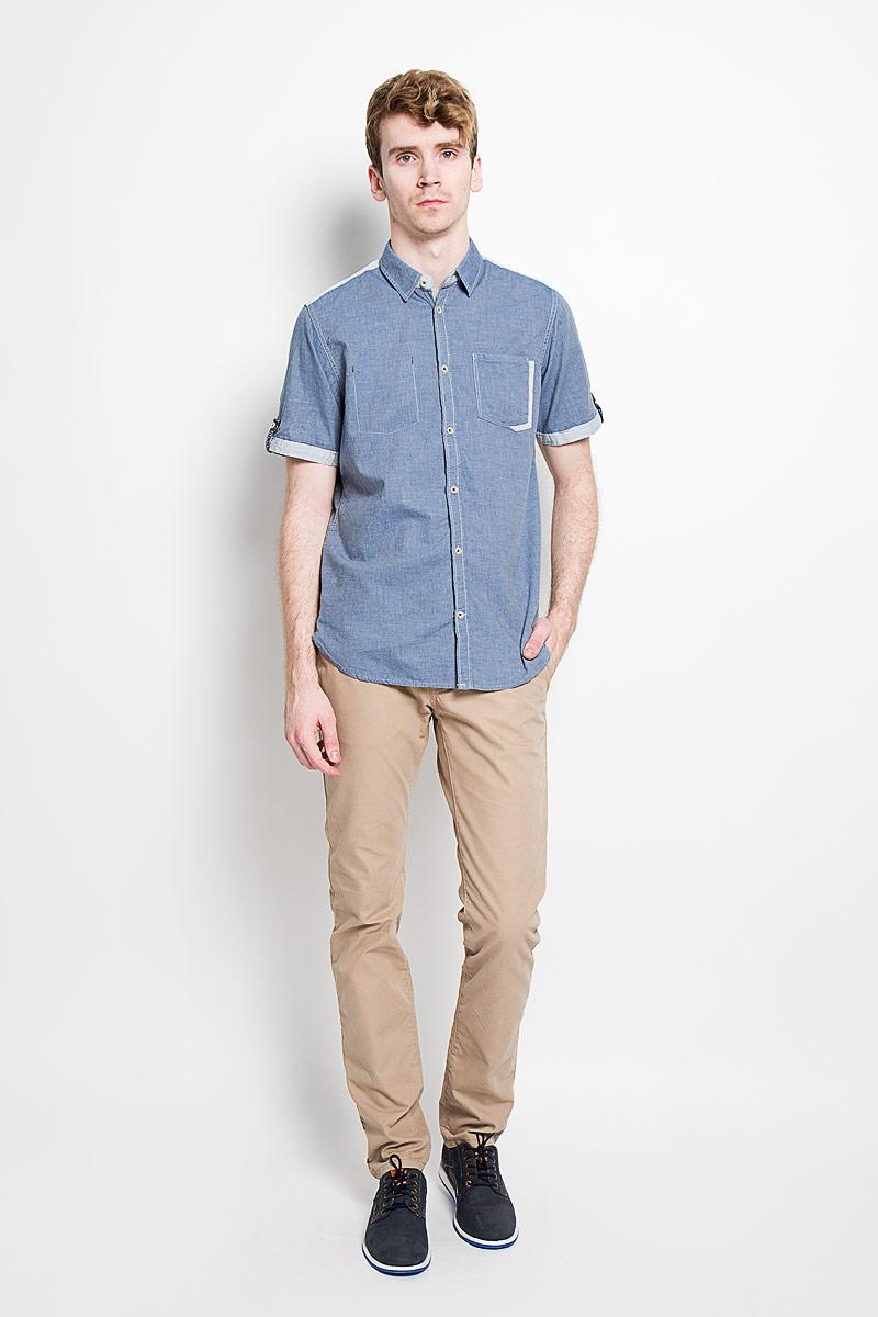 Рубашка мужская Tom Tailor, цвет: джинс. 2031671.00.10_6865. Размер M (48)2031671.00.10_6865Стильная мужская рубашка Tom Tailor, изготовленная из высококачественного хлопка, необычайно мягкая и приятная на ощупь, не сковывает движения и позволяет коже дышать, обеспечивая наибольший комфорт.Модная рубашка с отложным воротником, короткими рукавами и полукруглым низом застегивается на пластиковые пуговицы по всей длине изделия. Рубашка оформлена нашивным карманом слева на груди, а справа - декоративной отстрочкой. Рукава дополнены декоративными хлястиками на пуговицах. Верхняя часть спинки и края рукавов выполнены в более светлом цвете. На спинке расположена фирменная нашивка. Эта рубашка идеально подойдет для повседневного гардероба.Такая модель порадует настоящих ценителей комфорта и практичности!