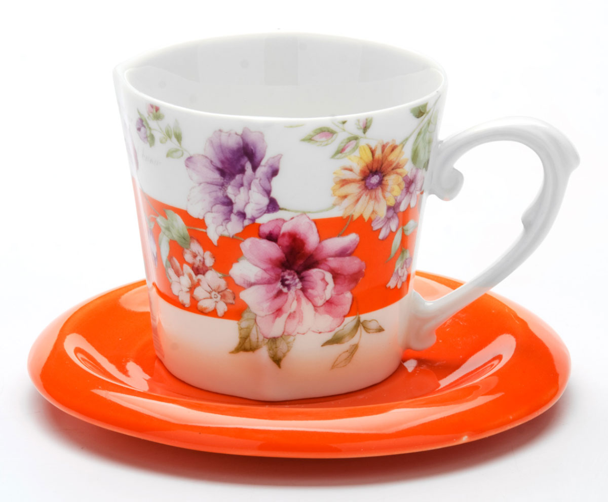 Этот чайный набор, выполненный из керамики, состоит из одной чашки и блюдца. Предметы набора оформлены ярким изображением цветов. Изящный дизайн и красочность оформления придутся по вкусу и ценителям классики, и тем, кто предпочитает утонченность и изысканность. Чайный набор - идеальный и необходимый подарок для вашего дома и для ваших друзей в праздники, юбилеи и торжества! Он также станет отличным корпоративным подарком и украшением любой кухни. Чайный набор упакован в подарочную коробку из плотного цветного картона. Внутренняя часть коробки задрапирована белым атласом.