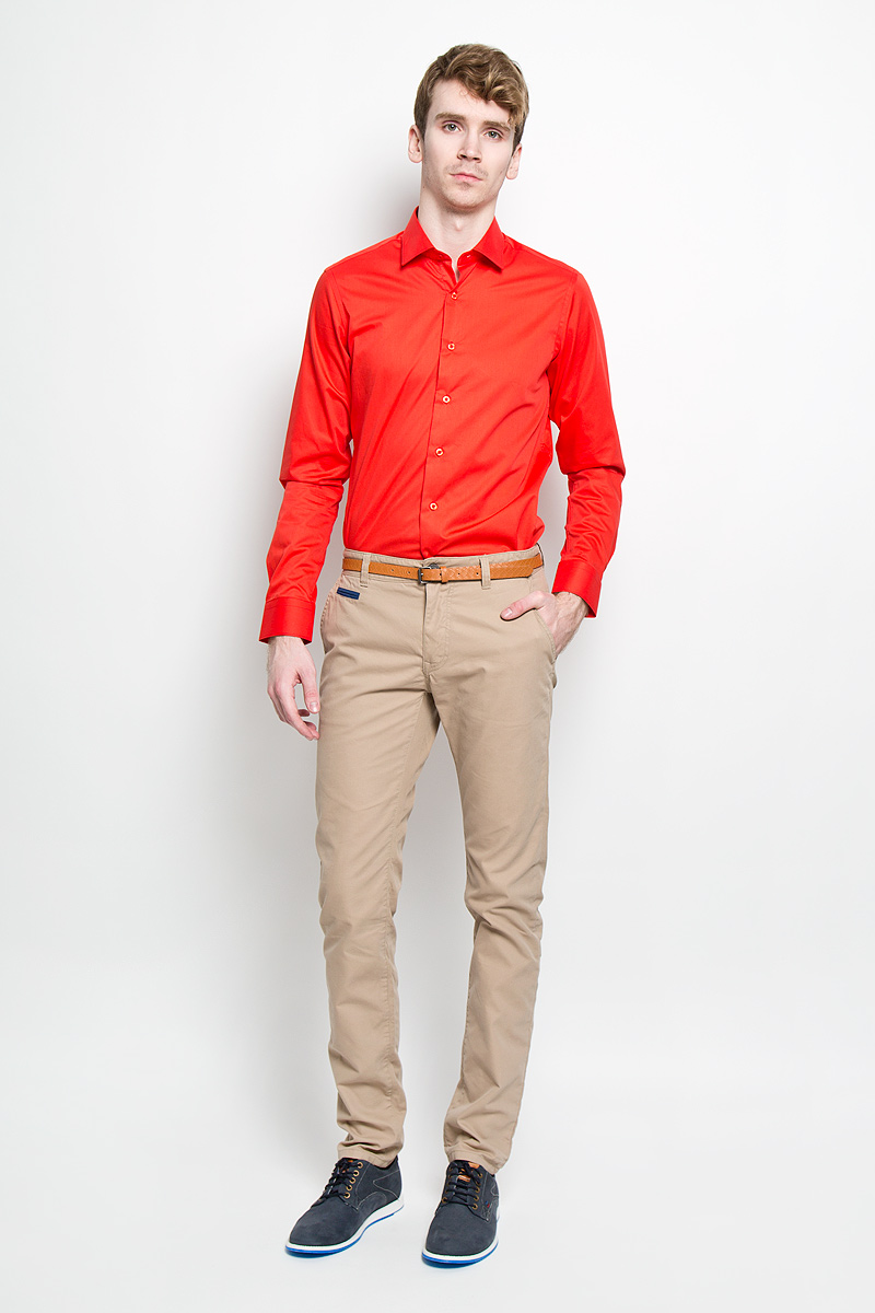 Брюки мужские Tom Tailor, цвет: бежевый. 6404127.00.10_8493. Размер 32-34 (48-34)6404127.00.10_8493Стильные мужские брюки Tom Tailor подарят вам комфорт и позволят подчеркнуть ваш неповторимый стиль. Брюки слегка зауженного к низу кроя и средней посадки изготовлены из хлопка с добавлением полиамида и не сковывают движения. Брюки на поясе застегиваются на пластиковую пуговицу и ширинку на металлической застежке-молнии, имеют шлевки для ремня. Спереди модель дополнена двумя втачными карманами со скошенными краями и одним маленьким прорезным кармашком, а сзади - двумя прорезными карманами на застежках-пуговицах. Сзади модель оформлена небольшой металлической нашивной с названием бренда. Брюки дополнены стильным ремнем контрастного цвета.Эти модные и в тоже время комфортные брюки послужат отличным дополнением к вашему гардеробу. В них вы всегда будете чувствовать себя уютно и комфортно.