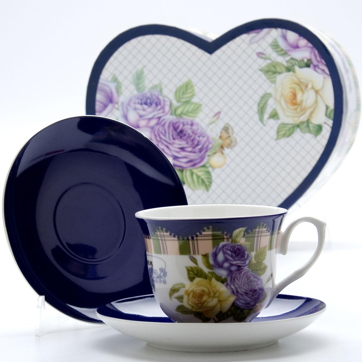 Чайная пара Mayer & Boch Розы, 4 предмета22990Чайный набор выполнен из высококачественного костяного фарфора и состоит из двух чашек, украшенных рисунком, и двух ярких цветных блюдец. Чашки имеют рельефную поверхность. Чайный набор упакован в подарочную коробку в форме сердца из плотного цветного картона.Объем чашки: 220 мл.