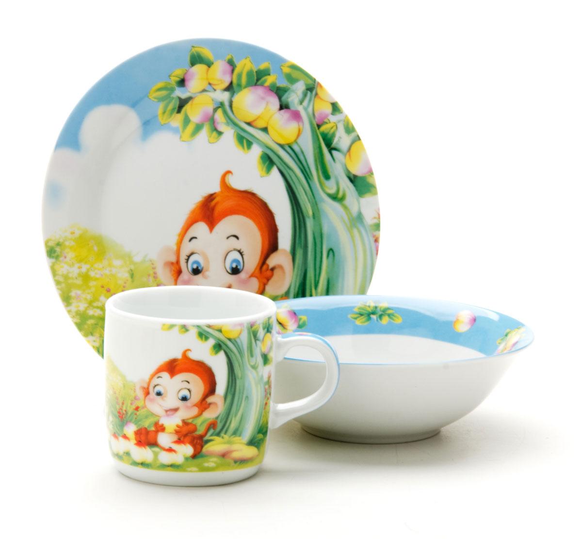 Набор посуды Loraine Обезьянка, 3 предмета25601Набор посуды Обезьянка сочетает в себе изысканный дизайн с максимальной функциональностью. В набор входят суповая тарелка, обеденная тарелка и кружка. Предметы набора выполнены из высококачественной керамики, декорированы красочным рисунком. Благодаря такому набору обед вашего ребенка будет еще вкуснее. Набор упакован в красочную, подарочную упаковку.Диаметр суповой тарелки: 15 см.Диаметр обеденной тарелки: 17,5 см.Объем кружки: 230 мл.