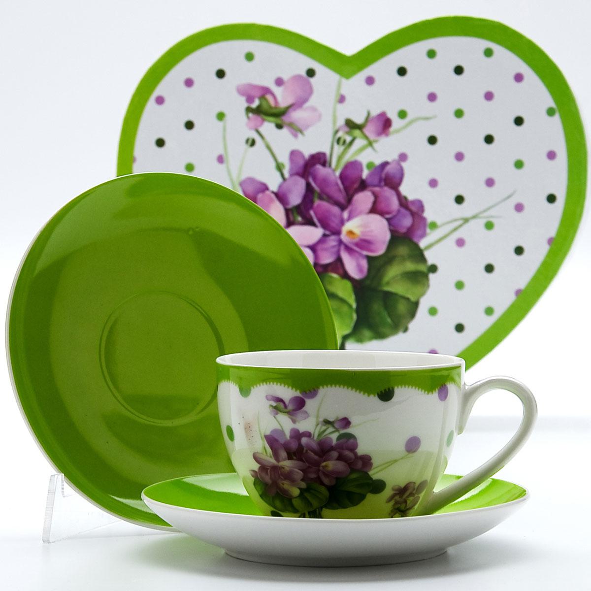 Чайная пара Mayer & Boch Лютик, 4 предмета22998Этот чайный набор, выполненный из высококачественного костяного фарфора, состоит из двух чашек и двух блюдец. Предметы набора оформлены ярким изображением цветов. Изящный дизайн и красочность оформления придутся по вкусу и ценителям классики, и тем, кто предпочитает утонченность и изысканность. Чайный набор - идеальный и необходимый подарок для вашего дома и для ваших друзей в праздники, юбилеи и торжества! Он также станет отличным корпоративным подарком и украшением любой кухни. Чайный набор упакован в подарочную коробку в форме сердца из плотного цветного картона. Внутренняя часть коробки задрапирована белым атласом.