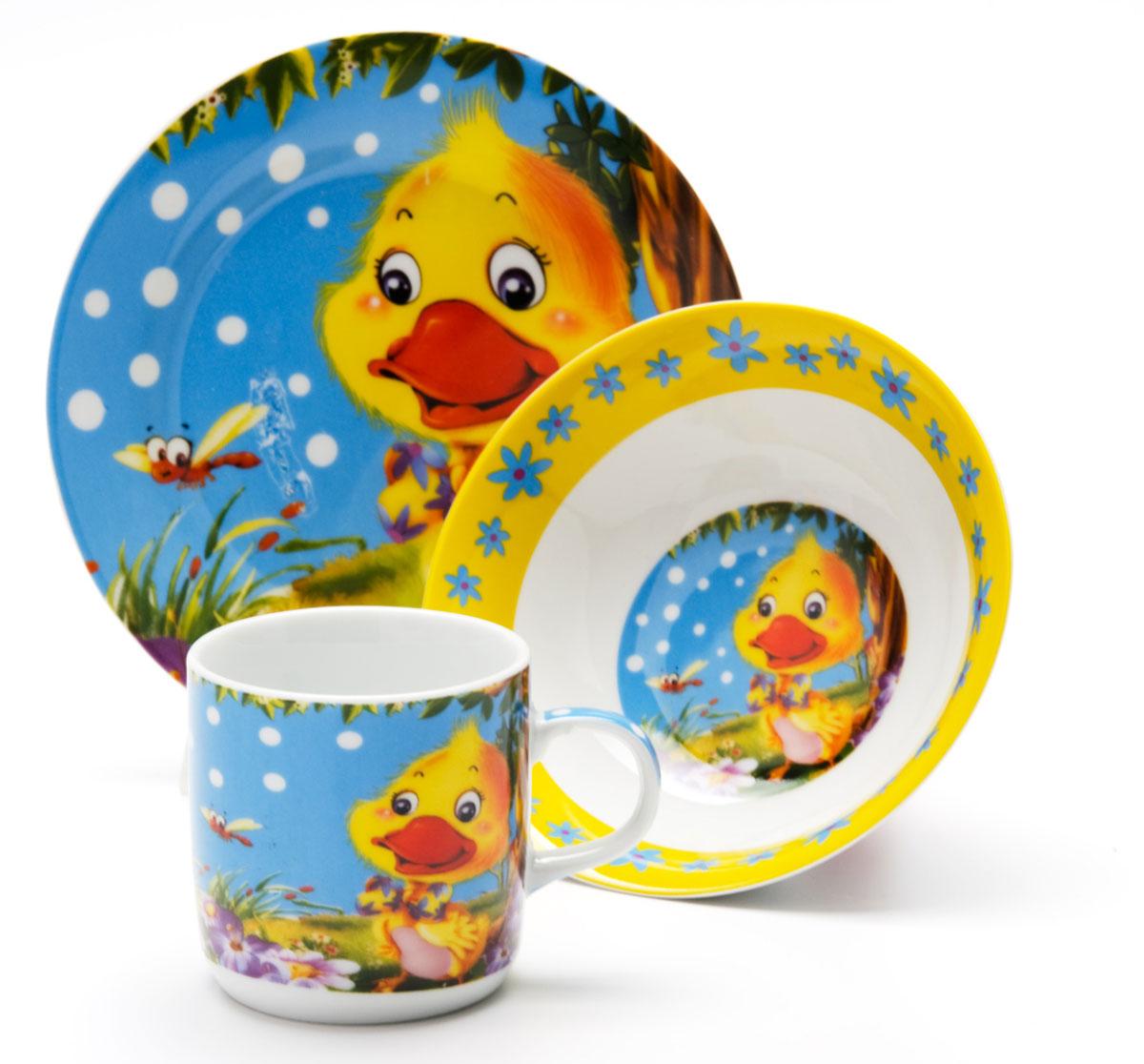 Набор посуды Loraine Утенок, 3 предмета24023Набор посуды Loraine сочетает в себе изысканный дизайн с максимальной функциональностью. В набор входят суповая тарелка, обеденная тарелка и кружка.Предметы набора выполнены из высококачественной керамики, декорированы красочным рисунком. Благодаря такому набору обед вашего ребенка будет еще вкуснее. Набор упакован в красочную, подарочную упаковку. Диаметр суповой тарелки: 15 см.Диаметр обеденной тарелки: 17,5 см.Объем кружки: 230 мл.