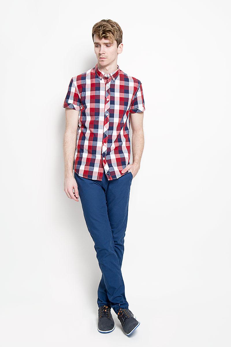 Рубашка мужская Tom Tailor Denim, цвет: красный, темно-синий, белый. 2031126.09.12_4269. Размер L (50)2031126.09.12_4269Стильная мужская рубашка Tom Tailor Denim, изготовленная из высококачественного хлопка, необычайно мягкая и приятная на ощупь, не сковывает движения и позволяет коже дышать, обеспечивая наибольший комфорт.Модная рубашка с отложным воротником, короткими рукавами и полукруглым низом застегивается на пластиковые пуговицы. Модель оформлена принтом в клетку, а рукава дополнены отворотом. Уголки воротника также фиксируются при помощи пуговиц. Эта рубашка идеальный вариант для повседневного гардероба.Такая модель порадует настоящих ценителей комфорта и практичности!